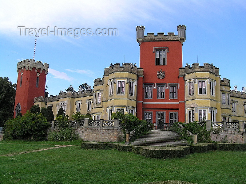 czech529: Czech Republic - Hradek u Nechanic: Hradek u Nechanic castle - romantic Windsor gothic - architect Karl Fischer - Lubensky hill - Mikroregion Nechanicko - Hradec Kralove Region - photo by J.Kaman - (c) Travel-Images.com - Stock Photography agency - Image Bank