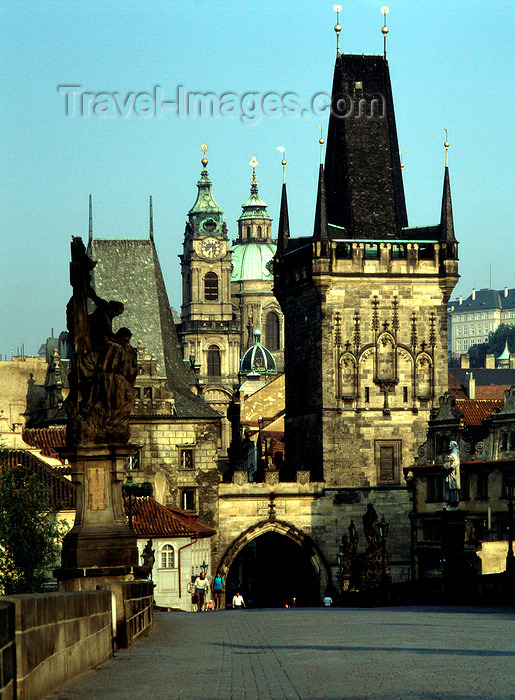 czech533: Czech Republic - Prague: morning light in Charles Bridge - view of the Gothic gate and Mala Strana - Malostranske mostecke veze - photo by J.Fakete - (c) Travel-Images.com - Stock Photography agency - Image Bank