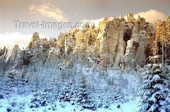 czech70: Czech Republic - Adršpach-Teplice Rocks / Adršpašskoteplické skály (Eastern Bohemia - Východoceský - Hradec Kralove kraj): sandstone cliffs - Hradec Králové Region - photo by J.Kaman - (c) Travel-Images.com - Stock Photography agency - Image Bank