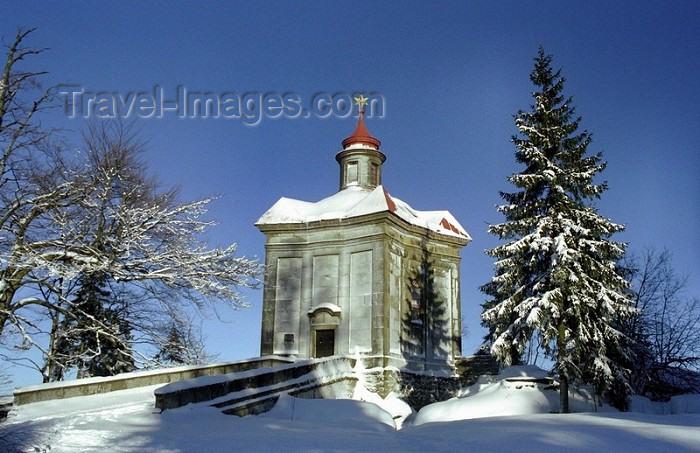 czech72: Czech Republic - Broumov area (Eastern Bohemia - Východoceský - Hradecký kraj): chapel in the snow / Kaple Hvìzda - photo by J.Kaman - (c) Travel-Images.com - Stock Photography agency - Image Bank