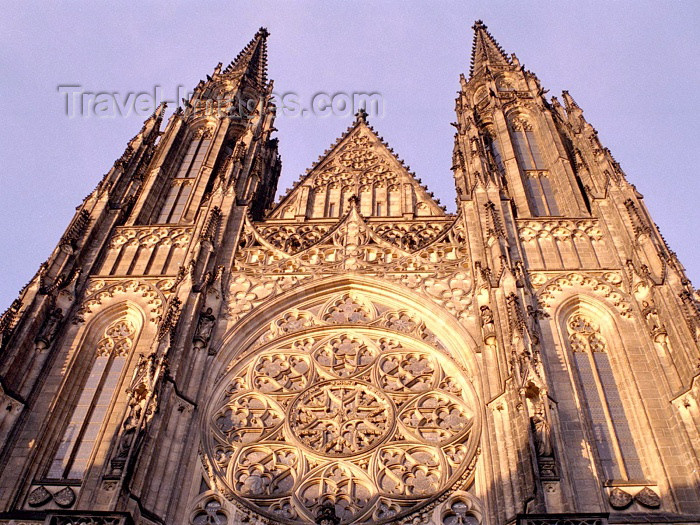 czech95: Czech Republic - Prague / Praha : St. Vitus Cathedral - façade (photo by M.Bergsma) - (c) Travel-Images.com - Stock Photography agency - Image Bank