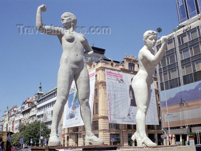 czech96: Czech Republic - Prague: girl power - statues on Wenceslas Square (photo by M.Bergsma) - (c) Travel-Images.com - Stock Photography agency - Image Bank