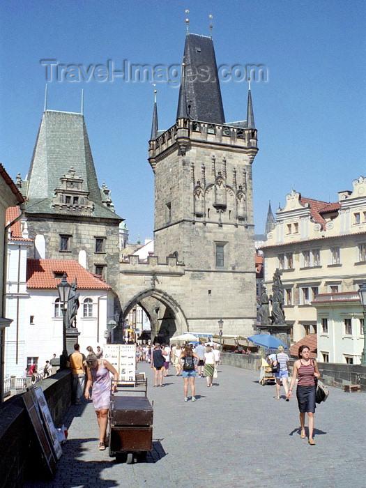 czech98: Czech Republic - Prague: crossing Charles Bridge - Karluv most - Unesco world heritage site (photo by M.Bergsma) - (c) Travel-Images.com - Stock Photography agency - Image Bank