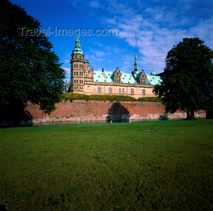 denmark24: Helsingør, Zealand, Denmark: Kronborg Castle - once used to tax ships on the Øresund - photo by J.Fekete - (c) Travel-Images.com - Stock Photography agency - Image Bank