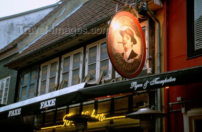 denmark36: Aalborg, North Jutland, Denmark: exterior of a pub restaurant at dusk - 'Pigen og Trompeten' on Jomfru Ane Gade - photo by K.Gapys - (c) Travel-Images.com - Stock Photography agency - Image Bank