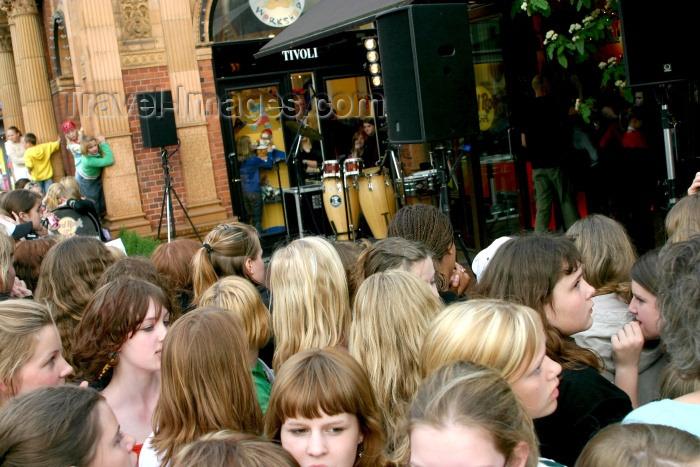 denmark45: Denmark - Copenhagen: crowd at Tivoli near the Hard Rock Cafe - photo by C.Blam - (c) Travel-Images.com - Stock Photography agency - Image Bank