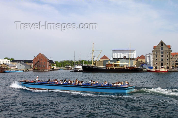 denmark46: Denmark - Copenhagen: on the water - tour boat - photo by C.Blam - (c) Travel-Images.com - Stock Photography agency - Image Bank
