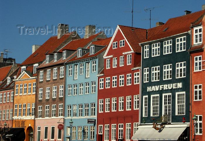 denmark56: Denmark - Copenhagen / København / CPH: buildings on Nyhavn - Havfruen - photo by G.Friedman - (c) Travel-Images.com - Stock Photography agency - Image Bank