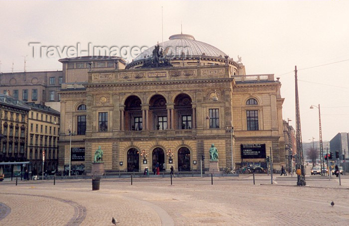denmark7: Copenhagen: Lyrical - the Royal Theatre - Det Kongelige Teater - photo by M.Torres - (c) Travel-Images.com - Stock Photography agency - Image Bank