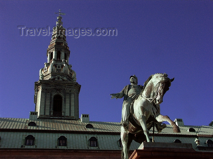 denmark8: Copenhagen: Statue of  King Frederik VII in front of parliament - Christiansborg Castle - sculptor Vilhelm Bissen - photo by G.Friedman - (c) Travel-Images.com - Stock Photography agency - Image Bank