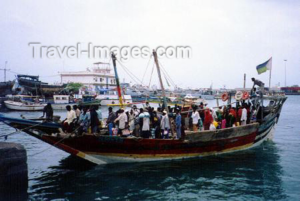 djibouti1: Djibouti: ferry by crowded boutre from the south shore to Tadjoura on the north shore of the bay - credits: photo © by B.Cloutier - (c) Travel-Images.com - Stock Photography agency - Image Bank
