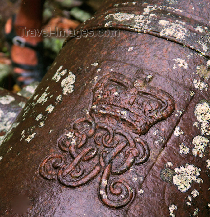 dominica6: Dominica - Royal monogram on a British cannon - photo by G.Frysinger - (c) Travel-Images.com - Stock Photography agency - Image Bank