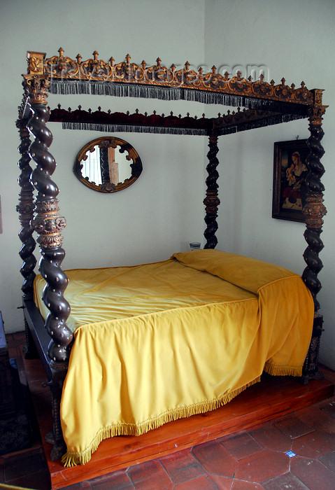 dominican11: Santo Domingo, Dominican Republic: Alcazar de Colon - bedroom of Maria de Toledo, wife of Diego Colon - canopy bed - cama con dosel en madera tallad - Ciudad Colonial - Unesco World Heritage - photo by M.Torres - (c) Travel-Images.com - Stock Photography agency - Image Bank