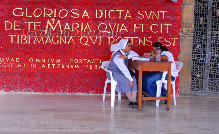 dominican120: Higüey, Dominican Republic: reception committee - Basilica of Our Lady - Basilica de Nuestra Señora de la Altagracia - photo by M.Torres - (c) Travel-Images.com - Stock Photography agency - Image Bank