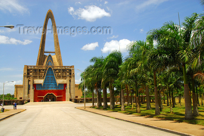 dominican124: Higüey, Dominican Republic: approaching the Basilica of Our Lady - Basilica de Nuestra Señora de la Altagracia - photo by M.Torres - (c) Travel-Images.com - Stock Photography agency - Image Bank
