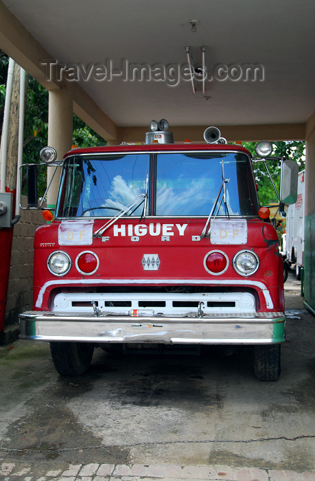 dominican133: Higüey, Dominican Republic: old Ford fire engine - fire department - bomberos - photo by M.Torres - (c) Travel-Images.com - Stock Photography agency - Image Bank