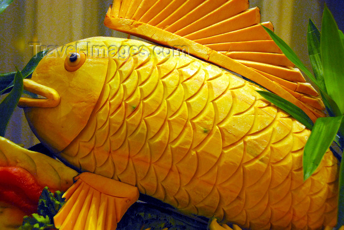 dominican138: Punta Cana, Dominican Republic: fish - fruit art at one of the All-inclusive hotels - Arena Gorda Beach - photo by M.Torres - (c) Travel-Images.com - Stock Photography agency - Image Bank