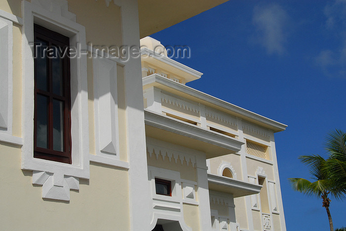 dominican145: Punta Cana, Dominican Republic: Riu Palace Hotel - architectural detail - Arena Gorda Beach - photo by M.Torres - (c) Travel-Images.com - Stock Photography agency - Image Bank