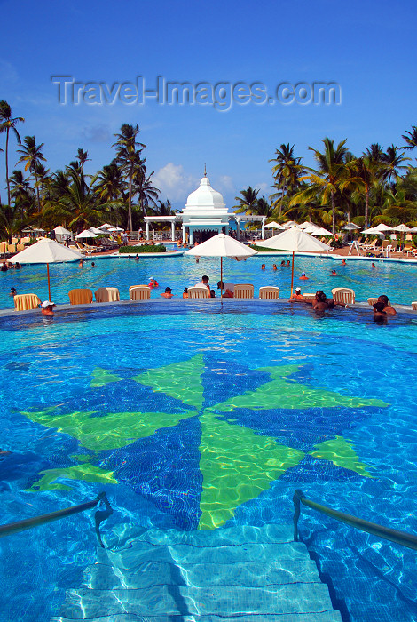 dominican146: Punta Cana, Dominican Republic: Riu Palace Hotel - view from the children's pool - Arena Gorda Beach - photo by M.Torres - (c) Travel-Images.com - Stock Photography agency - Image Bank