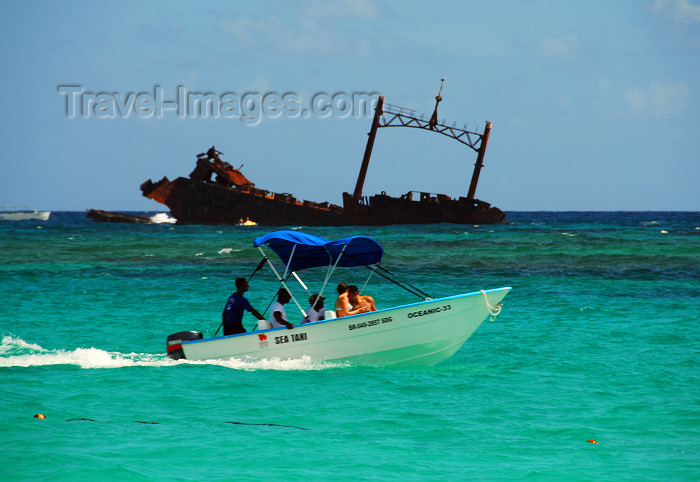 dominican151: Punta Cana, Dominican Republic: sea taxi and the Astron Shipwreck - Arena Gorda Beach - photo by M.Torres - (c) Travel-Images.com - Stock Photography agency - Image Bank