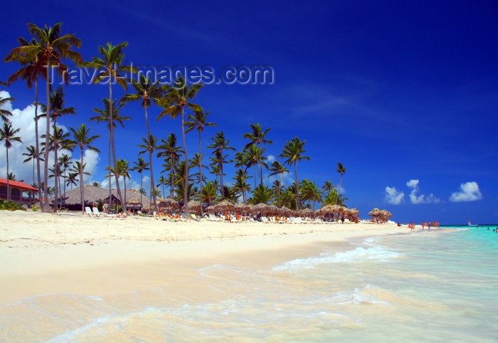 dominican158: Punta Cana, Dominican Republic: Arena Gorda Beach - area controlled by an all inclusive hotel - photo by M.Torres - (c) Travel-Images.com - Stock Photography agency - Image Bank