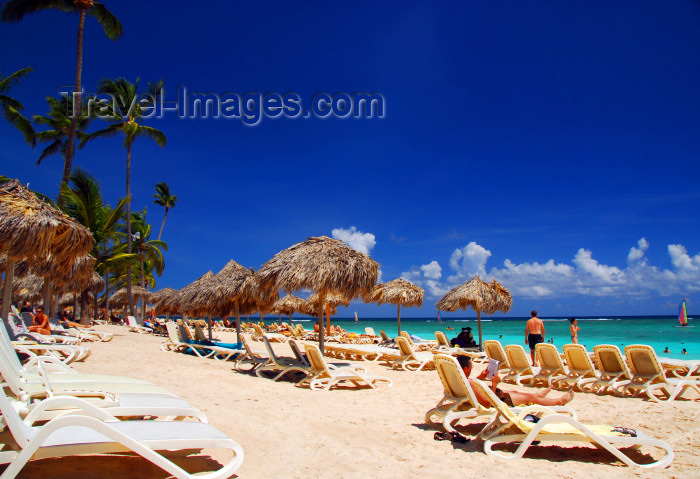 dominican160: Punta Cana, Dominican Republic: Arena Gorda Beach - dense occupation - area controlled by an all inclusive hotel - photo by M.Torres - (c) Travel-Images.com - Stock Photography agency - Image Bank