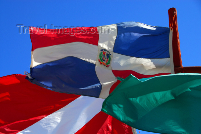 dominican173: Punta Cana, Dominican Republic: Dominican flag, green flag and diver down flag - Arena Gorda Beach - photo by M.Torres - (c) Travel-Images.com - Stock Photography agency - Image Bank