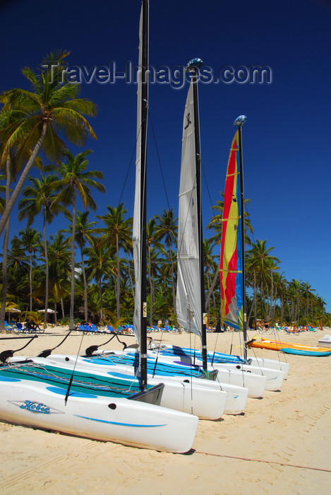 dominican180: Punta Cana, Dominican Republic: catamarans on the sand - Arena Gorda Beach - photo by M.Torres - (c) Travel-Images.com - Stock Photography agency - Image Bank