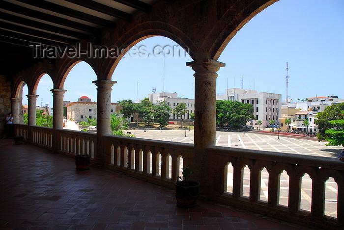 dominican19: Santo Domingo, Dominican Republic: Alcazar de Colon - Plaza de España seen from the Western gallery - Ciudad Colonial - Unesco World Heritage - photo by M.Torres - (c) Travel-Images.com - Stock Photography agency - Image Bank