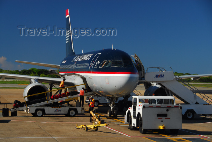 dominican193: Punta Cana, Dominican Republic: US Airways Airbus A319-100 and Ground Support Equipment - belt Loader, airstairs, tow tractor, aircraft towbar - Punta Cana International Airport - PUJ / MDPC - photo by M.Torres - (c) Travel-Images.com - Stock Photography agency - Image Bank