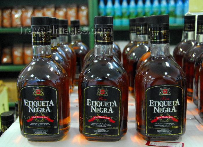 dominican232: La Romana, Dominican Republic: Etiqueta Negra - Dominican malt blended rum - photo by M.Torres - (c) Travel-Images.com - Stock Photography agency - Image Bank