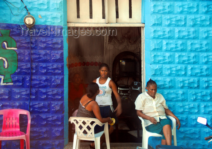 dominican236: La Romana, Dominican Republic: street scene - photo by M.Torres - (c) Travel-Images.com - Stock Photography agency - Image Bank