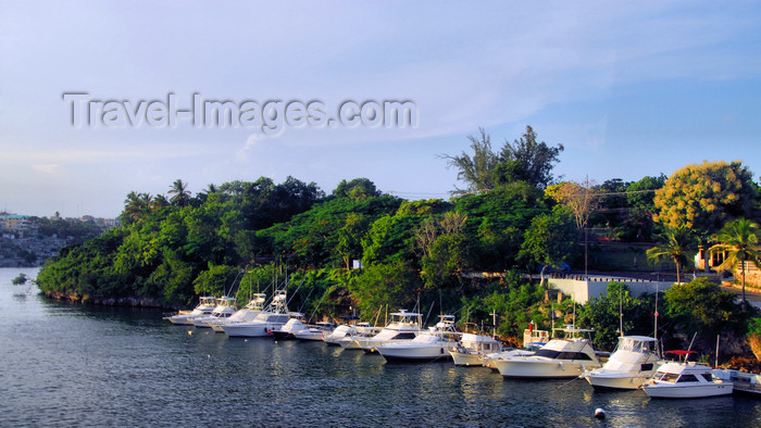 dominican238: La Romana, Dominican Republic: small yachts - photo by M.Torres - (c) Travel-Images.com - Stock Photography agency - Image Bank