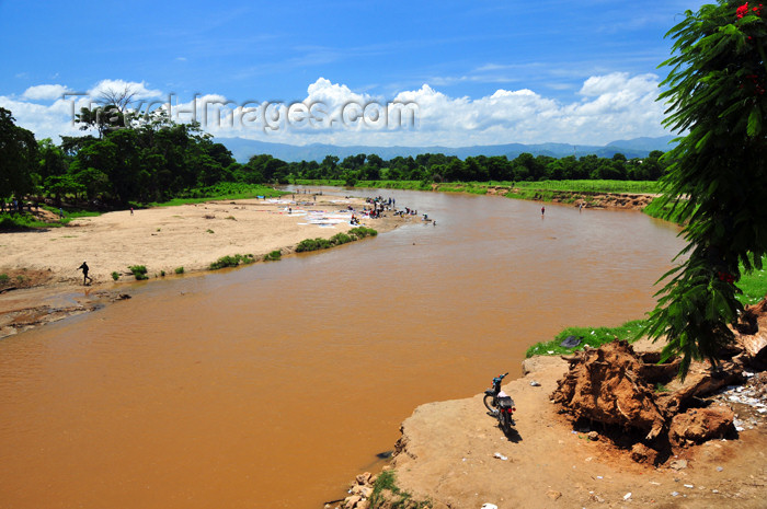 dominican240: Dajabón, Dominican Republic: Massacre river - border with Haiti - photo by M.Torres - (c) Travel-Images.com - Stock Photography agency - Image Bank