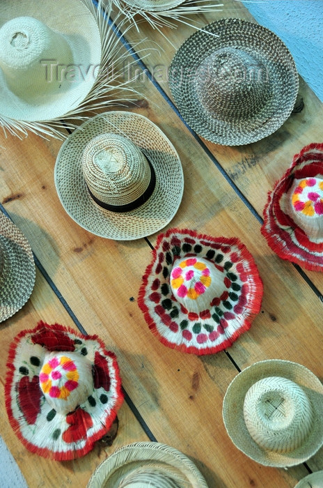 dominican272: El Catey, Samaná province, Dominican republic: assorted Dominican hats - sombreros - Samaná El Catey International Airport - photo by M.Torres - (c) Travel-Images.com - Stock Photography agency - Image Bank