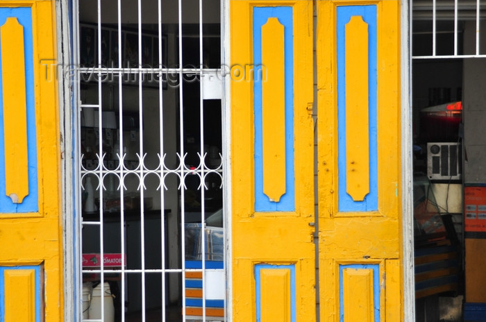 dominican288: Puerto Plata, Dominican republic: doors of the Austrian pastry shop - Reposteria Austriaca - Parque central - photo by M.Torres - (c) Travel-Images.com - Stock Photography agency - Image Bank