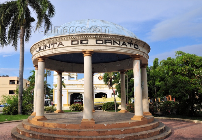 dominican295: Puerto Plata, Dominican republic: circular garden pavilion - Parque Regalado - Glorieta frente a Los Bomberos - Junta de Ornato - photo by M.Torres - (c) Travel-Images.com - Stock Photography agency - Image Bank