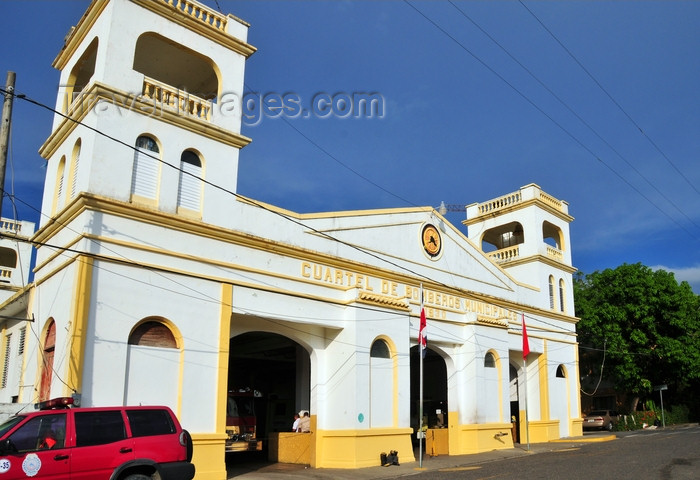 dominican299: Puerto Plata, Dominican republic: fire station - Cuerpo de Bomberos Municipales - Parque Regalado - photo by M.Torres - (c) Travel-Images.com - Stock Photography agency - Image Bank