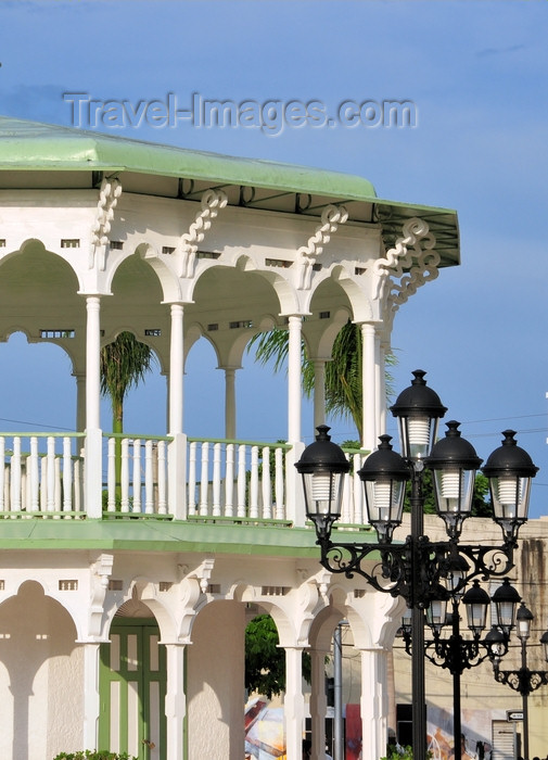dominican308: Puerto Plata, Dominican republic: moorish arches of the bandstand and street lights of the central park - Glorieta victoriana del Parque Central Independencia -  photo by M.Torres - (c) Travel-Images.com - Stock Photography agency - Image Bank