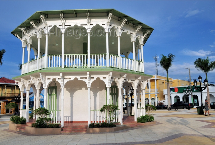dominican311: Puerto Plata, Dominican republic: octogonal bandstand in the central park - Victorian architecture - Glorieta victoriana del Parque Central Independencia -  photo by M.Torres - (c) Travel-Images.com - Stock Photography agency - Image Bank