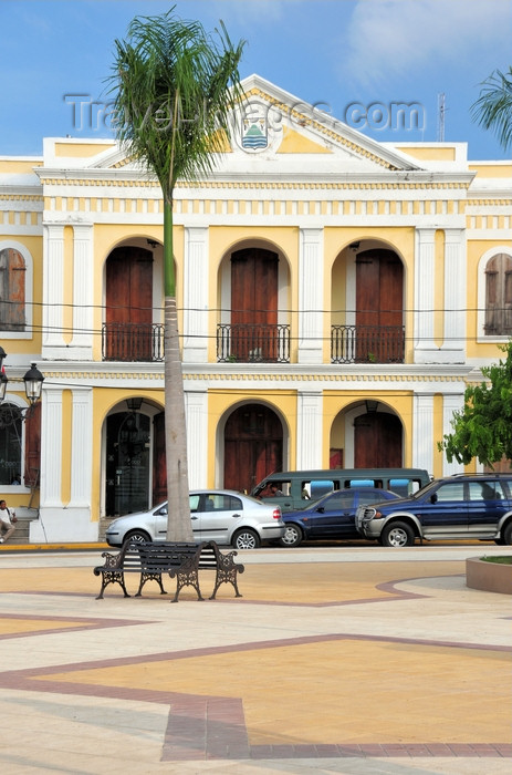 dominican312: Puerto Plata, Dominican republic: City Hall - Parque Central - Ayuntamiento - photo by M.Torres - (c) Travel-Images.com - Stock Photography agency - Image Bank
