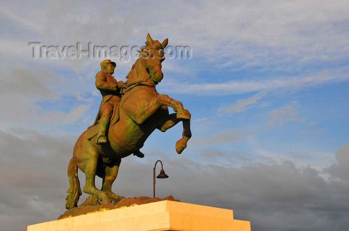 dominican317: Puerto Plata, Dominican republic: equestrian statue of General Gregorio Luperón at sunset - photo by M.Torres - (c) Travel-Images.com - Stock Photography agency - Image Bank
