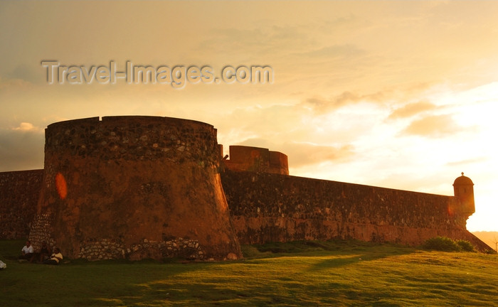 dominican319: Puerto Plata, Dominican republic: San Felipe fortress at sunset - located at the Puntilla Del Malecón - Fortaleza de San Felipe de Puerto Plata - photo by M.Torres - (c) Travel-Images.com - Stock Photography agency - Image Bank