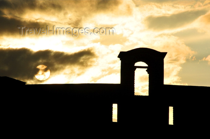 dominican321: Puerto Plata, Dominican republic: San Felipe fortress, completed under King Felipe II and used as a jail under President Trujillo - sunset - photo by M.Torres - (c) Travel-Images.com - Stock Photography agency - Image Bank