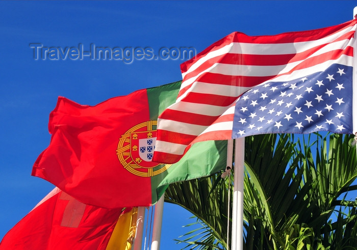 dominican328: Río San Juan, María Trinidad Sánchez province, Dominican republic: signal of distress? - the US flag displayed upside down - Portuguese flag in the background - photo by M.Torres - (c) Travel-Images.com - Stock Photography agency - Image Bank
