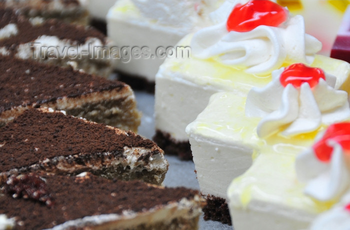 dominican329: Río San Juan, María Trinidad Sánchez province, Dominican republic: slices of tiramisu and meringue cake - photo by M.Torres - (c) Travel-Images.com - Stock Photography agency - Image Bank