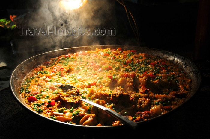 dominican340: Río San Juan, María Trinidad Sánchez province, Dominican republic: steaming seafood paella - photo by M.Torres - (c) Travel-Images.com - Stock Photography agency - Image Bank