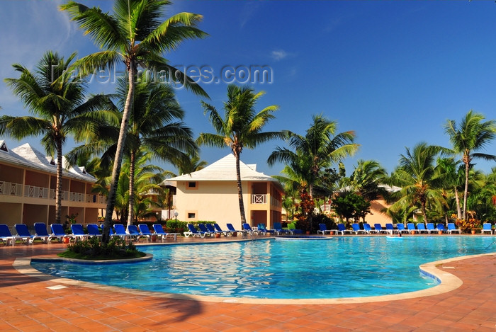 dominican343: Río San Juan, María Trinidad Sánchez province, Dominican republic: pool surrounded by coconut trees, at an all-inclusive hotel - photo by M.Torres - (c) Travel-Images.com - Stock Photography agency - Image Bank