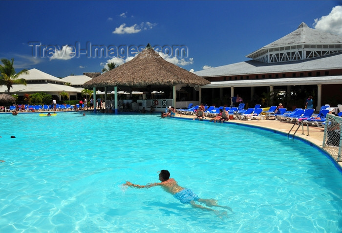 dominican353: Río San Juan, María Trinidad Sánchez province, Dominican republic: pool and pool bar at the Bahia Principe resort - photo by M.Torres - (c) Travel-Images.com - Stock Photography agency - Image Bank