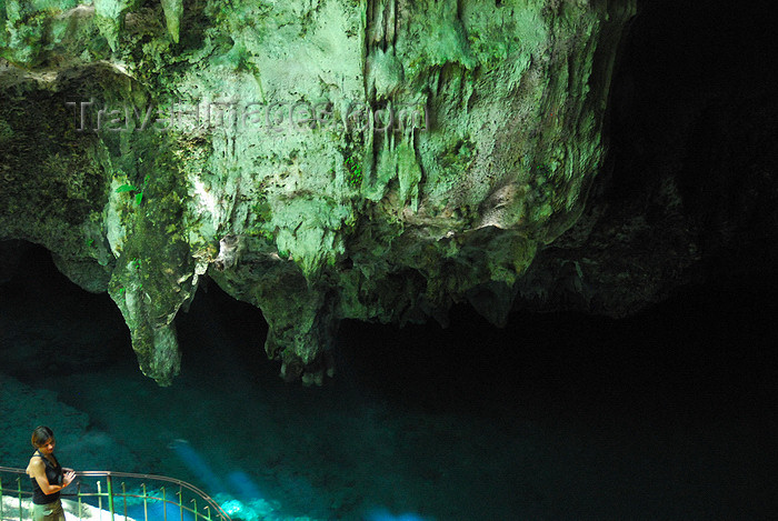dominican44: Santo Domingo, Dominican Republic: Parque de los Tres Ojos - Park of the Three Eyes - pond in a cave - photo by M.Torres - (c) Travel-Images.com - Stock Photography agency - Image Bank